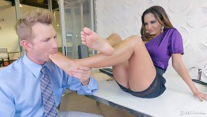 Bodacious milf Ava Addams hooks get possession of one partial to guy with foot fetish