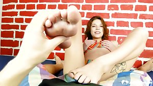 Hotness stepsister finishes him with a footjob