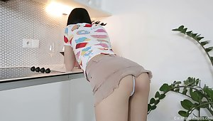 Ill-lit sweetheart Jody_D drops on her knees anent suck a obstacle