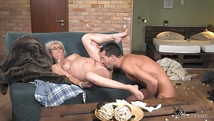Granny works magic with her bedraggled pussy and ass